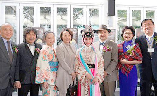 展覧会開幕式。京劇のイベントも行われ約100名の方が参加。片山総領事ご夫妻も出席される。