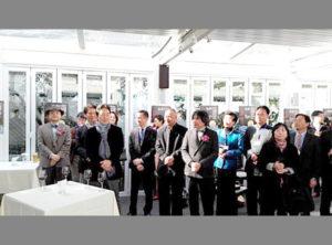 展覧会開幕式。京劇のイベントも行われ約100名の方が参加。