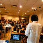 J-FESTの会場内にて、レクチャー&デモンストレーションとワークショップ。多くの参加者が興味深く話に聞き入る。